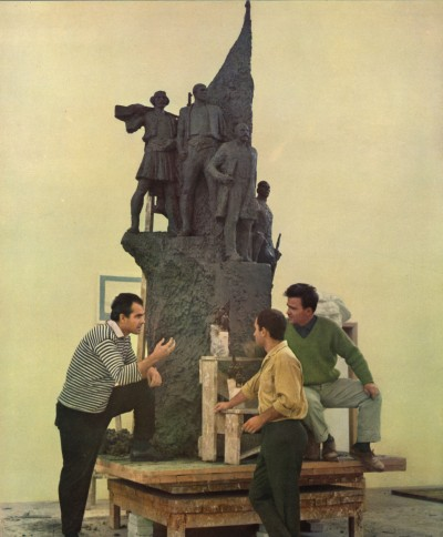 Artists working on the model for Monumenti i pavaresise_1969_in Shq Soc Marshon